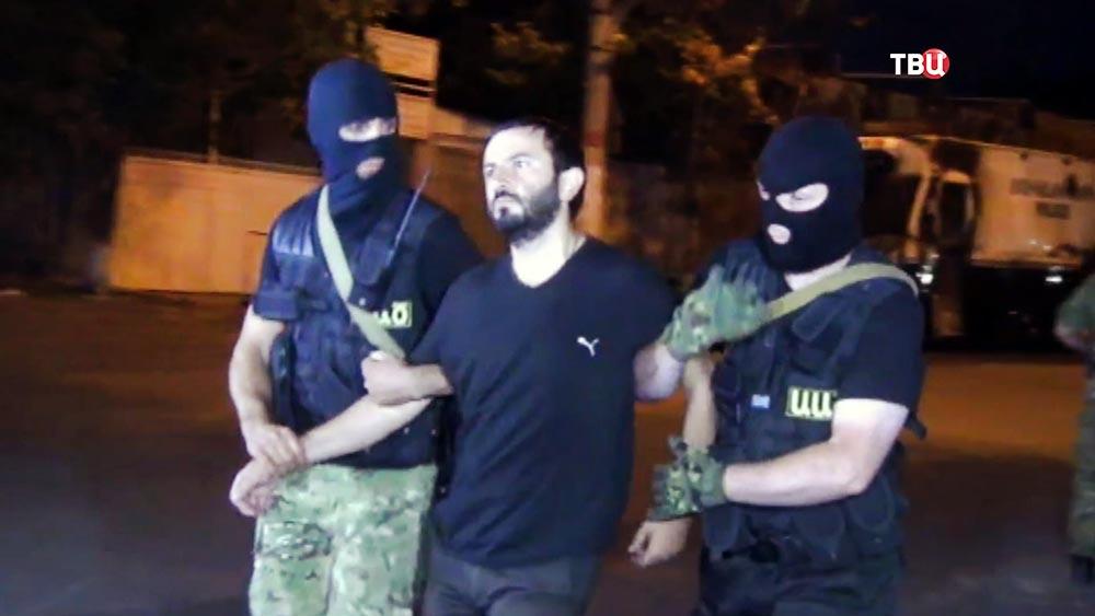 Захватившие полицейский участок в Ереване сдаются спецназу