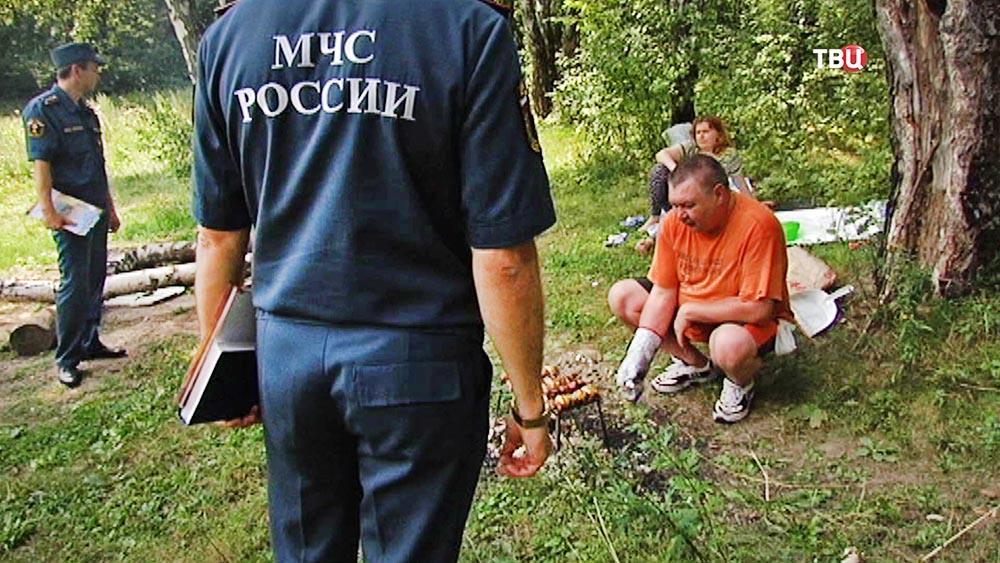 Инспекторы МЧС проверяют незаконный пикник