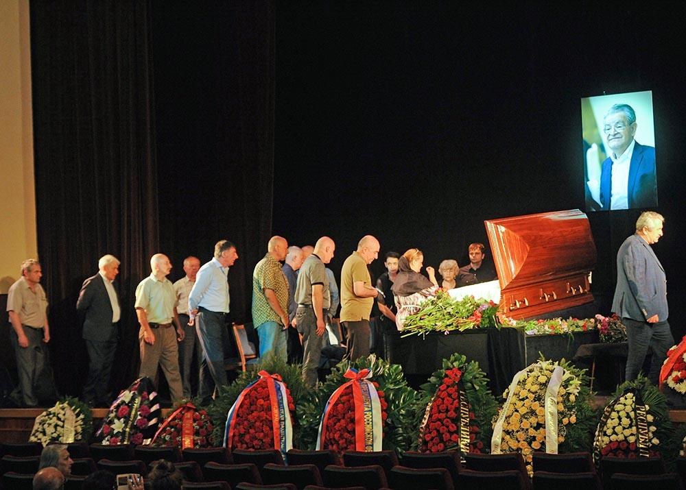 Церемония прощания с писателем Фазилем Искандером