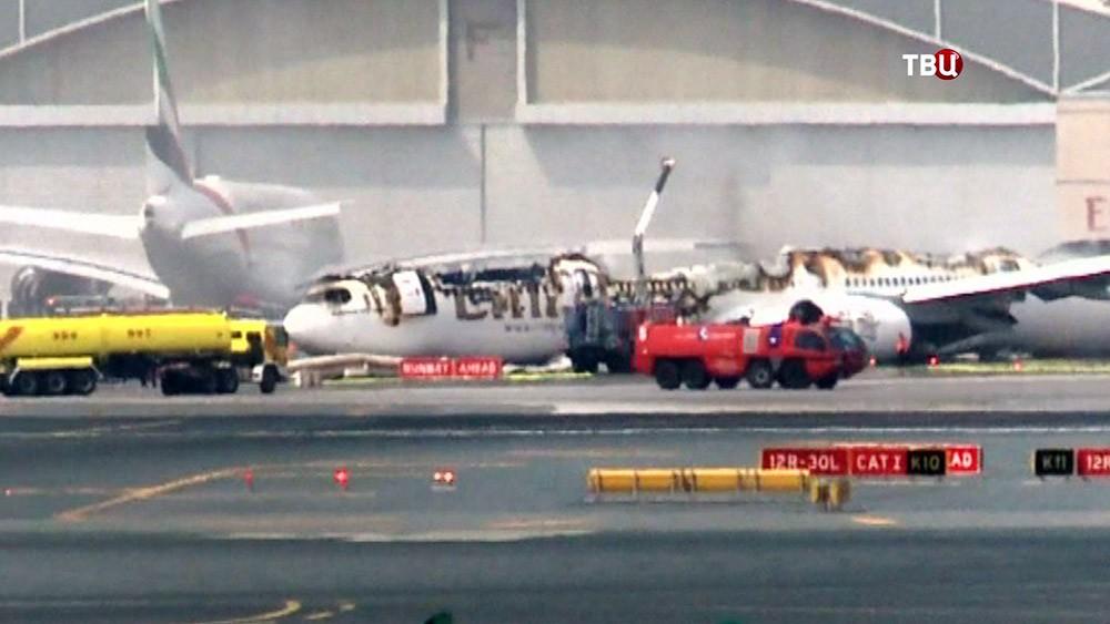 Последствия пожара в самолете авиакомпании Emirates Airlines