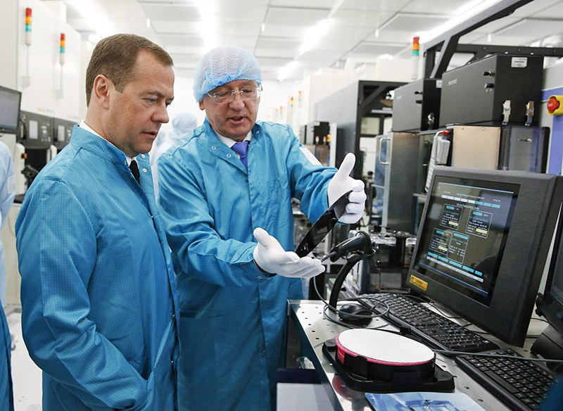Дмитрий Медведев на предприятии по производсту микроэлектроники