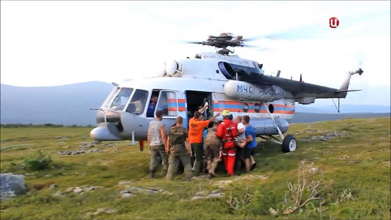 Вертолет МЧС Ми-8