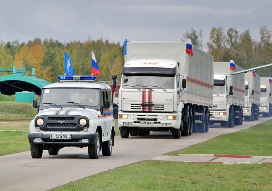 Гуманитарная колонна машин МЧС