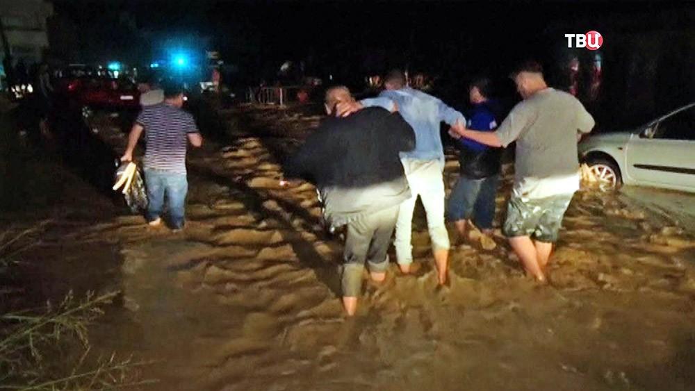 Последствия наводнения в Македонии