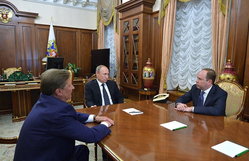 Владимир Путин на встрече с Антоном Вайно (справа) и Сергеем Ивановым в Кремле