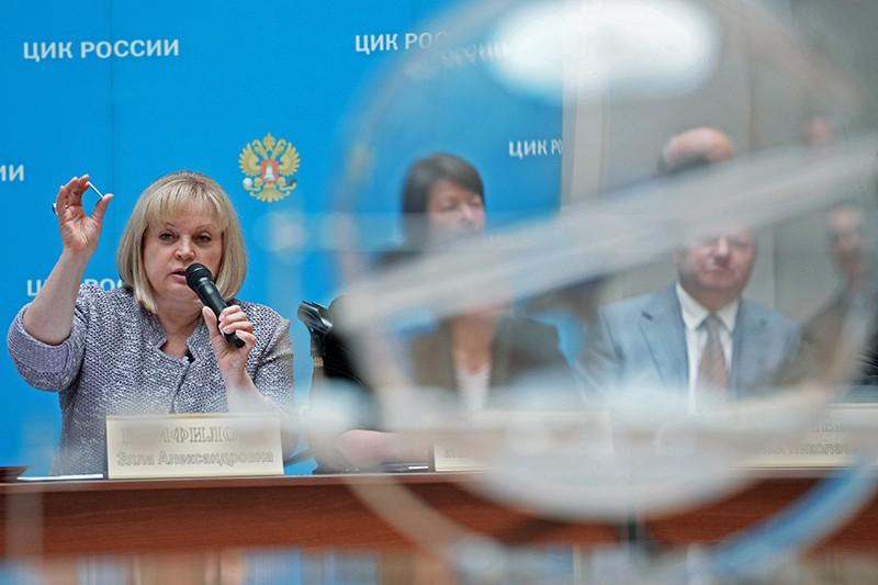 Председатель ЦИК России Элла Памфилова во время жеребьёвки