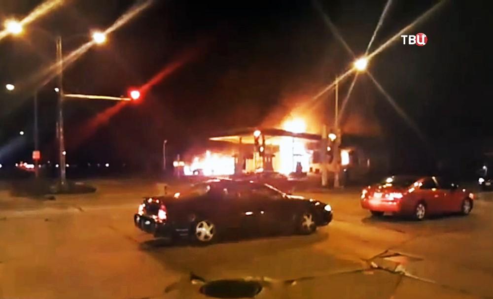 Пожар на бензоколонке в США