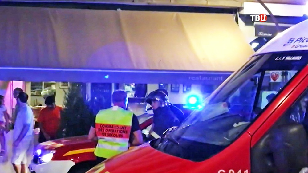 Спасатели Франции на месте происшествия