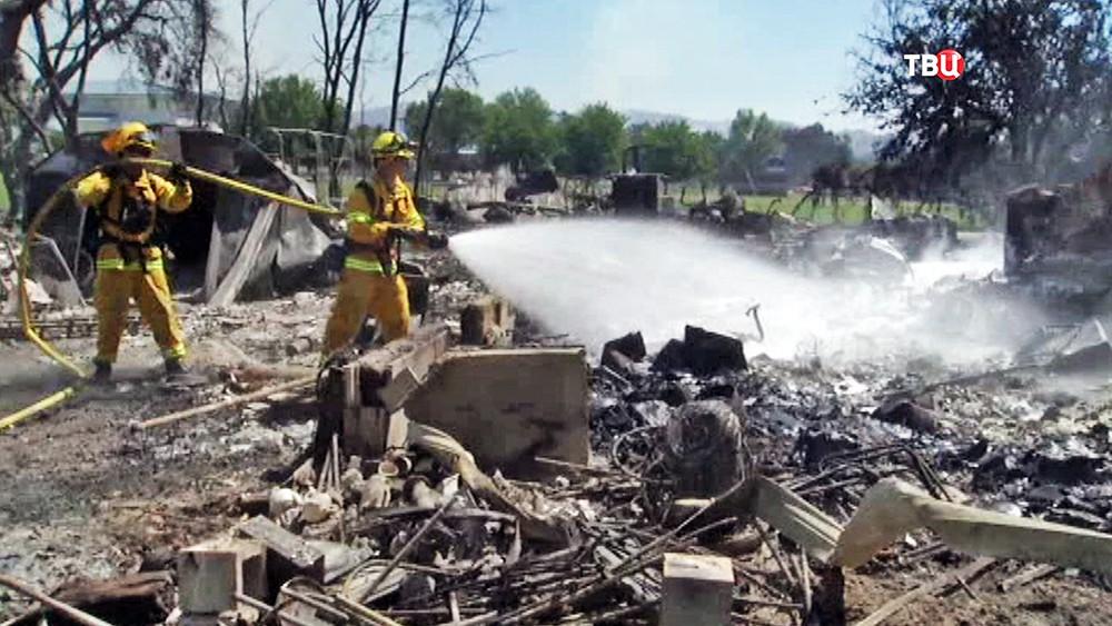 Пожарные США на месте возгорания