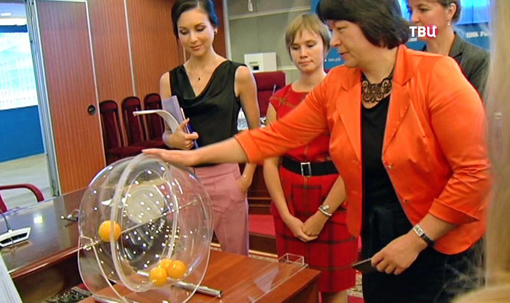 В Центризбиркоме прошла жеребьевка по распределению бесплатного эфирного времени общероссийских теле- и радиокомпаний между партиями