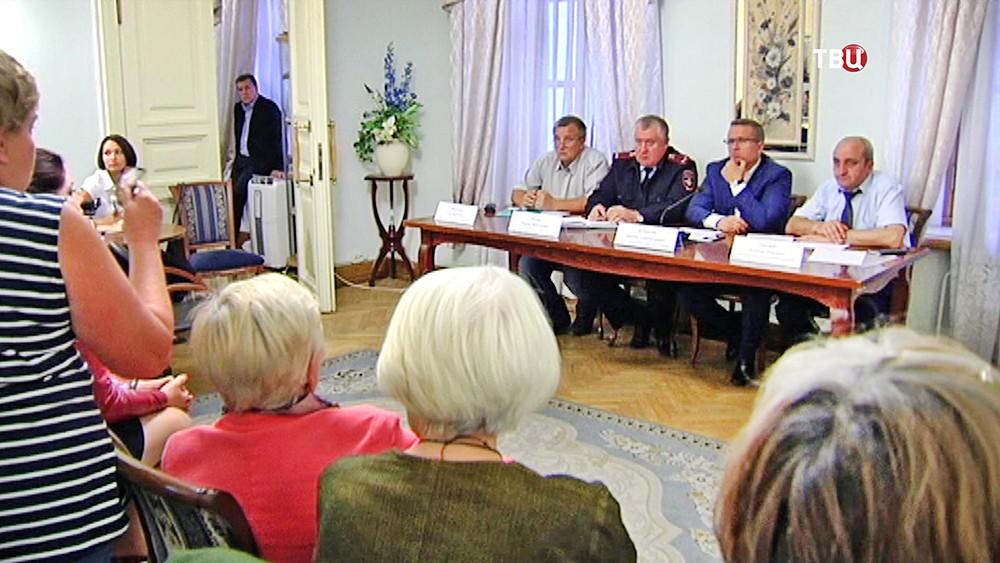 Встреча жителей с чиновниками