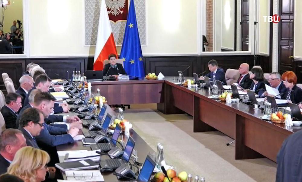 Беата Шидло на заседании правительства Польши