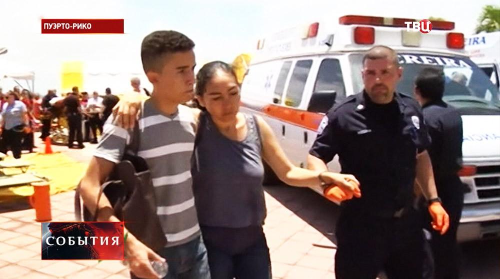 Эвакуация пассажиров с горящего парома в Карибском море