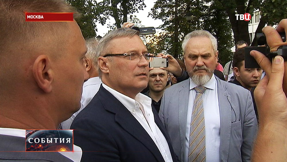 Лидер партии ПАРНАС Михаил Касьянов во время встречи с избирателями
