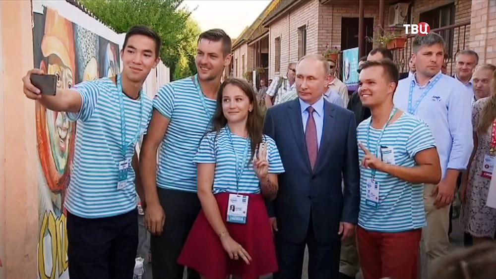 """Президент России Владимир Путин посетил молодежный форум """"Таврида"""""""