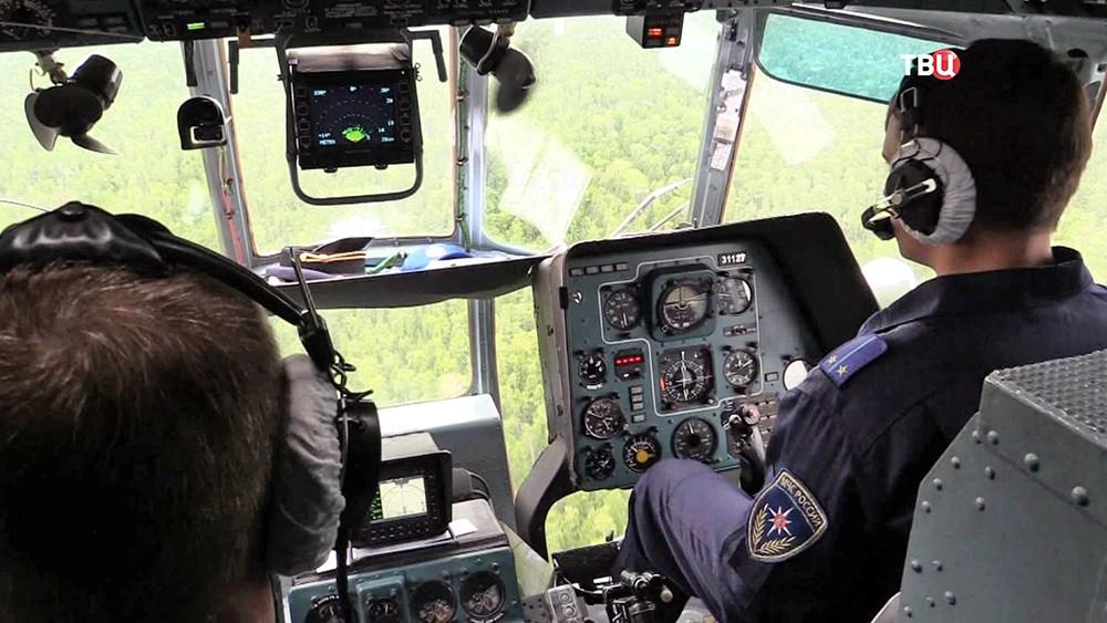 Кабина вертолета МЧС