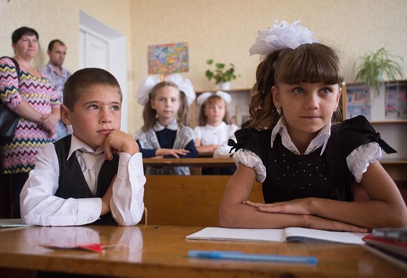 Ученики на уроке в День знаний