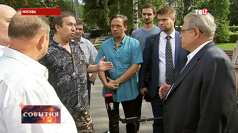 Николай Гончар во время встречи с жителями Москвы
