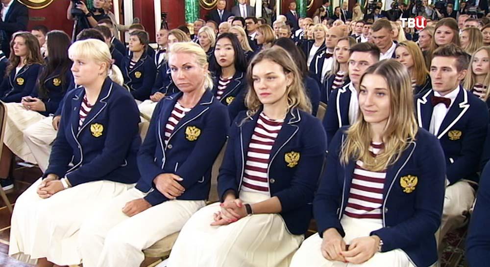 Российские олимпийцы во время поздравления