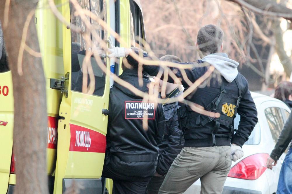 Представители ФСБ и полиция на месте происшествия