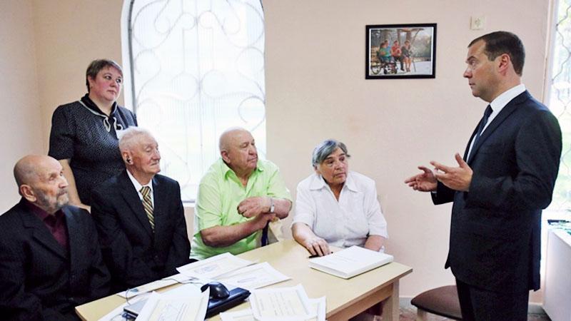 Дмитрий Медведев и пенсионеры