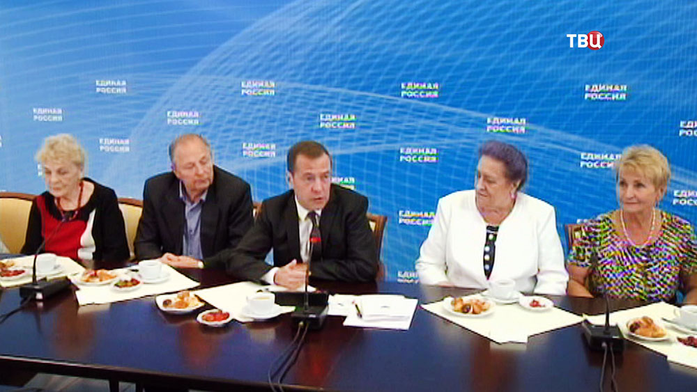 Дмитрий Медведев на встрече с пенсионерами