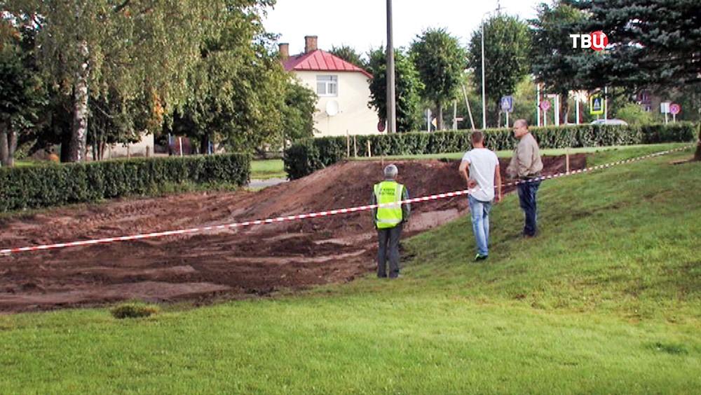 Снос памятника советским матросам в Латвии