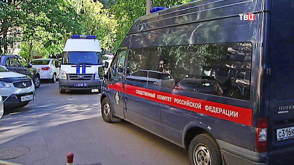 Автомобили Следственного комитета России и полиции