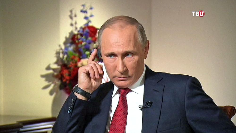 Президент России Владимир Путин дает интервью