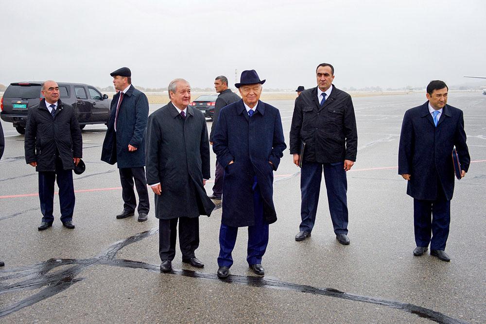 Президент Узбекистана Ислам Каримов (в центре)