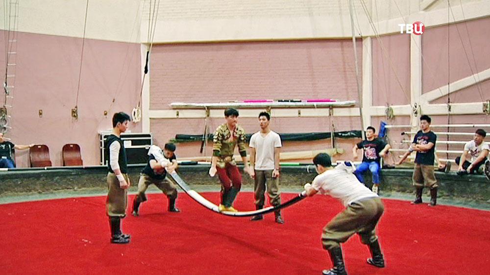 Цирковые акробаты