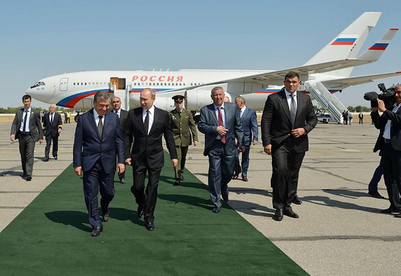 Президент России Владимир Путин в аэропорту Самарканда