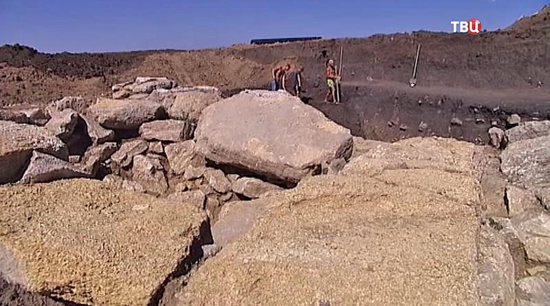 Археологи на раскопках