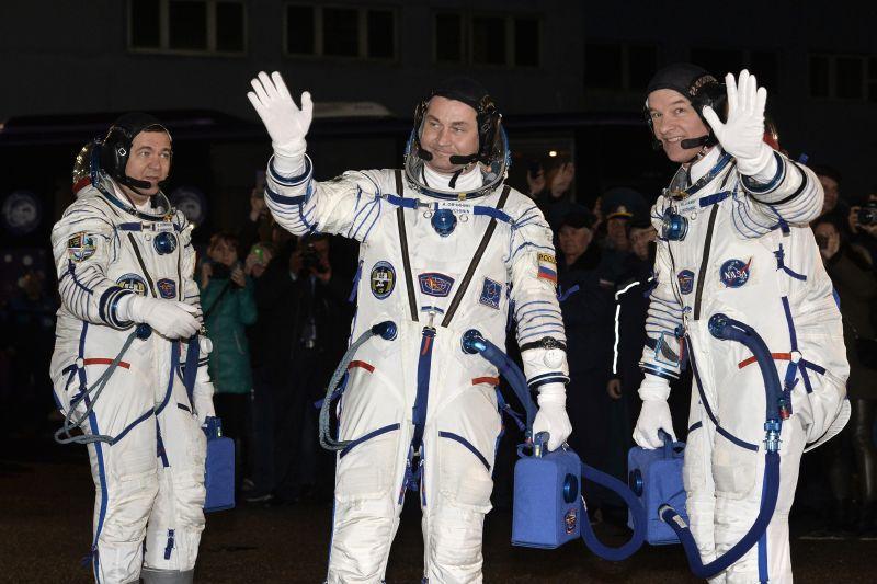 Трое членов экипажа Международной космической станции вернулись наЗемлю