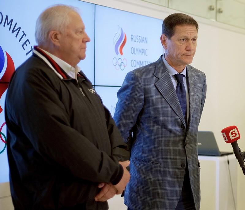 Президент Олимпийского комитета (ОК) России Александр Жуков (справа) и почетный член Международного олимпийского комитета (МОК) Виталий Смирнов во время интервью