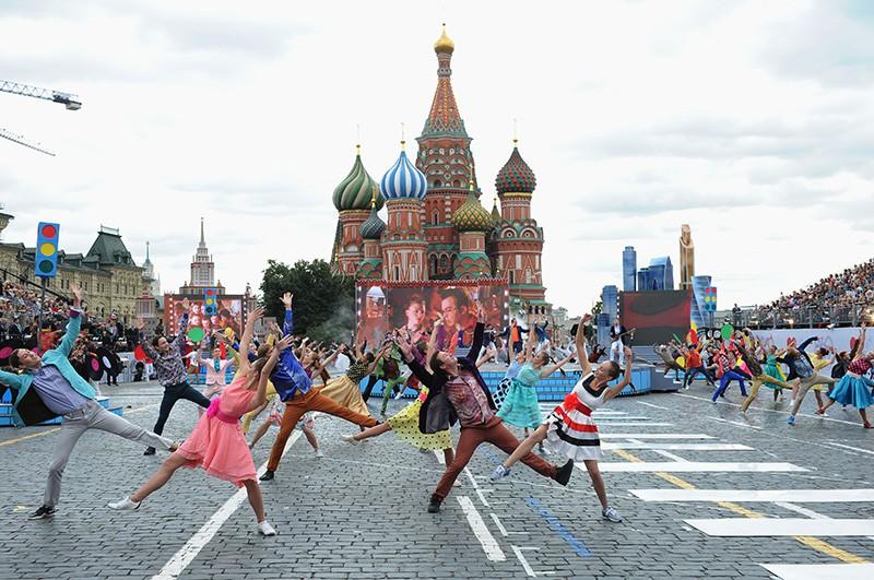 Театрализованное представление на Красной площади в Москве в честь Дня города