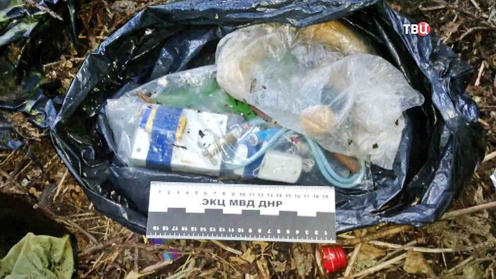 Изъятое взрывное устройство у задержанных в ДНР диверсантов