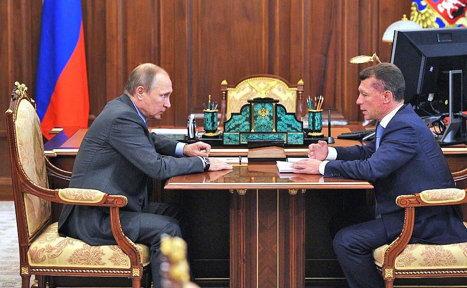 Президент России Владимир Путин и министр труда и соцзащиты Максим Топилин