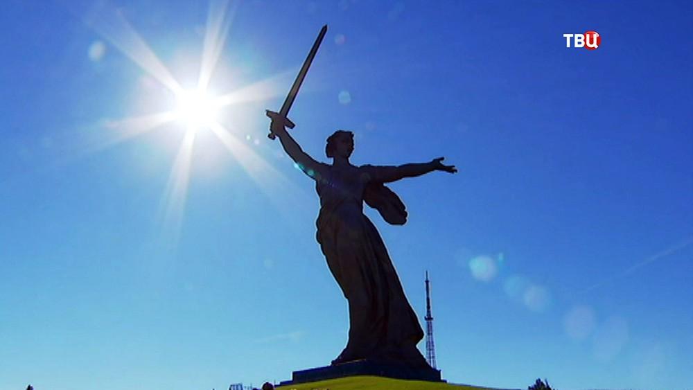 """Скульптура """"Родина-мать зовёт!"""" в Волгограде"""
