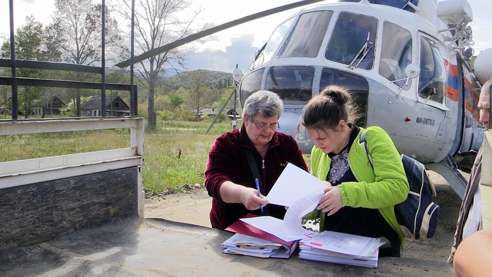 Спасатели МЧС доставили избирательные бюллетени для выборов