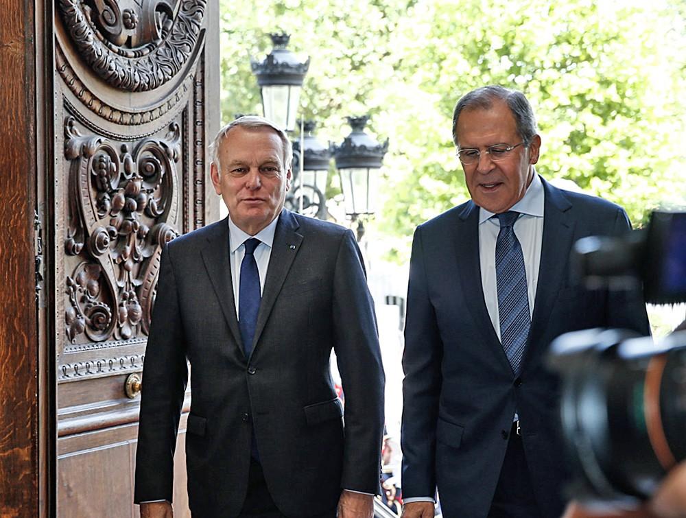 Глава МИД России Сергей Лавров и министр иностранных дел Франции Жан-Марк Эйро