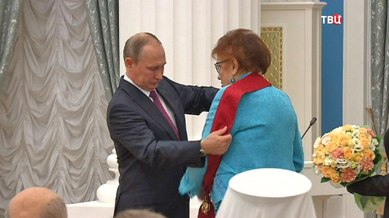 Владимир Путин награждает выдающихся россиян