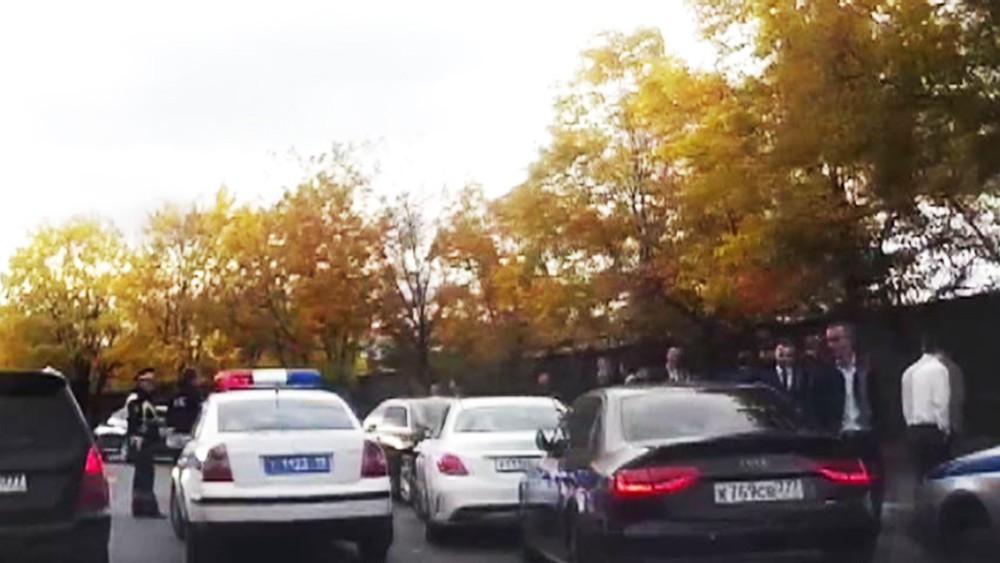 Задержание свадебного кортежа в Москве