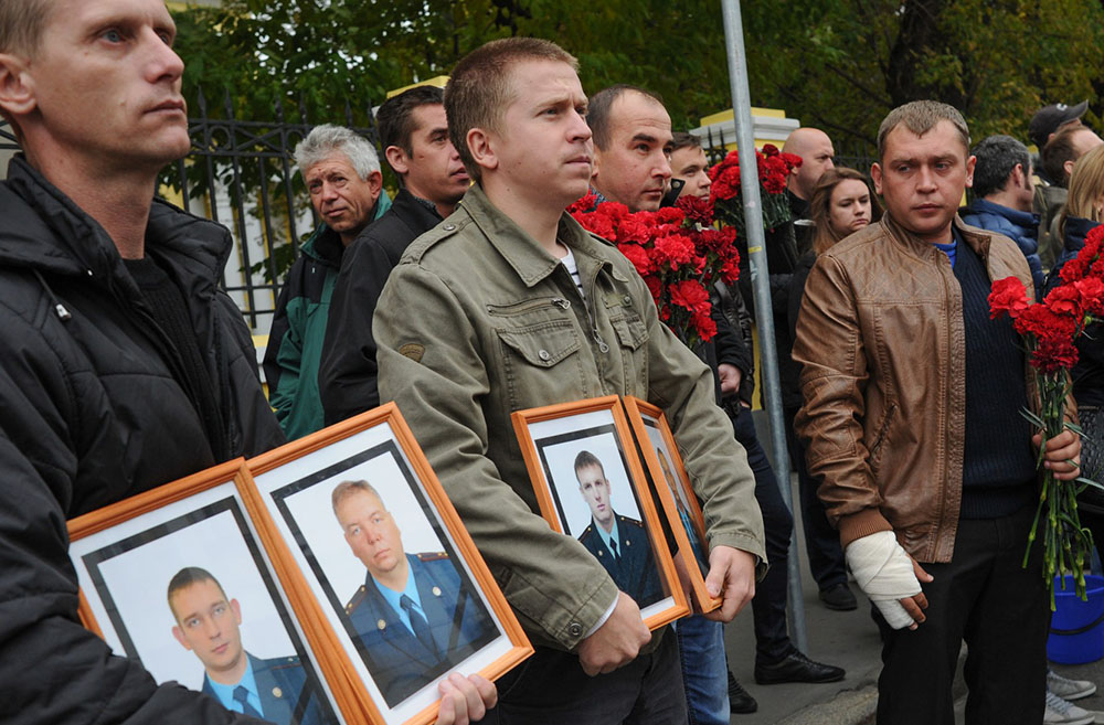 Церемония прощания с пожарными, погибшими при тушении пожара 22 сентября 2016 года