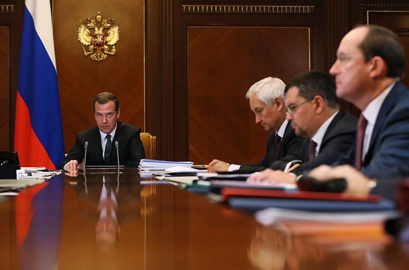 Председатель правительства России Дмитрий Медведев проводит заседание наблюдательного совета Внешэкономбанка