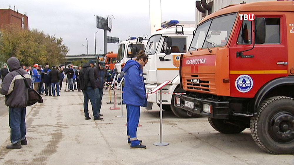 Выставка спецтехники спасателей и городских служб