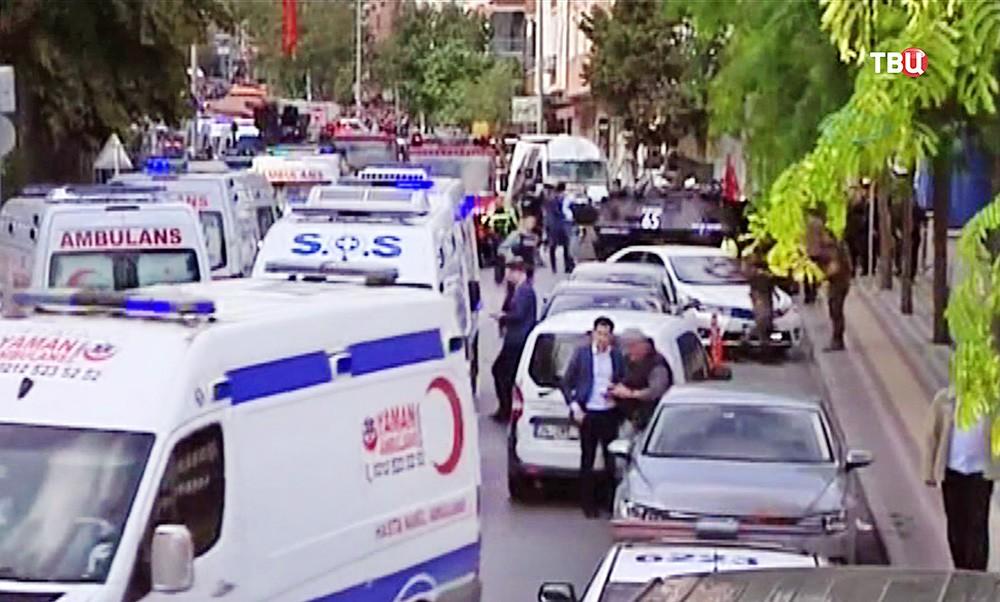 Машины полиции и скорой помощи Турции на месте происшествия