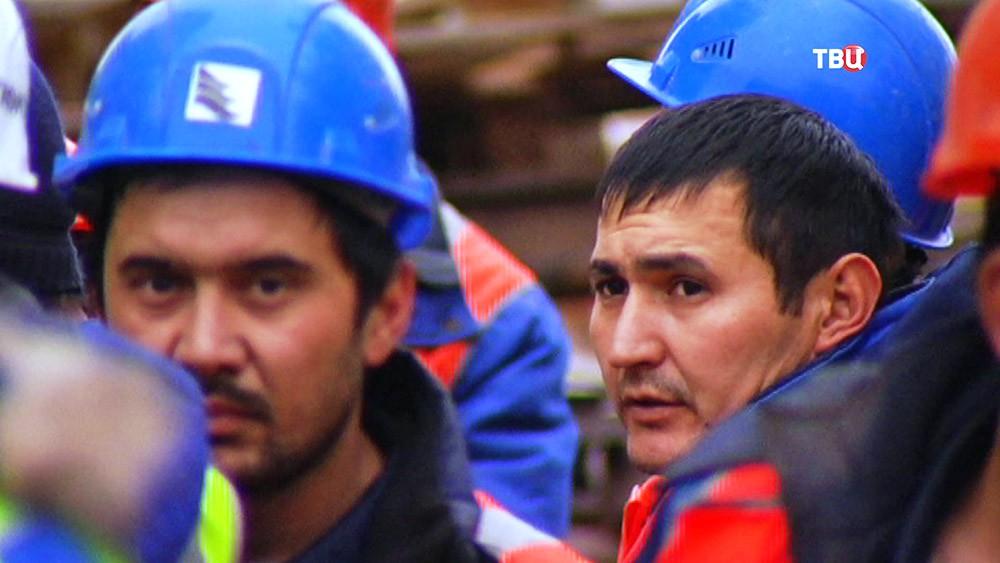 Нелегальные мигранты на стройке