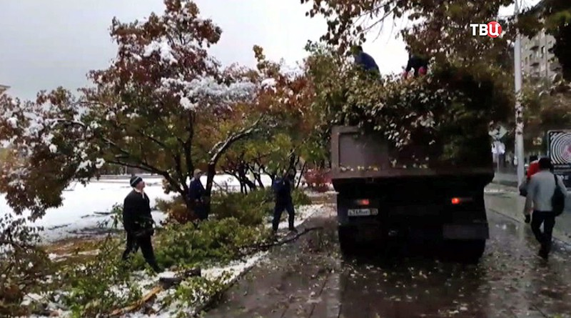 Последствия снегопада в Новосибирске