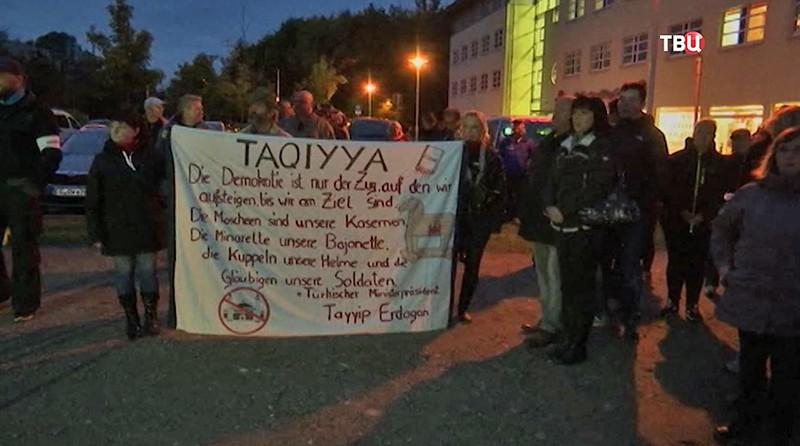 Митинг против мигрантов